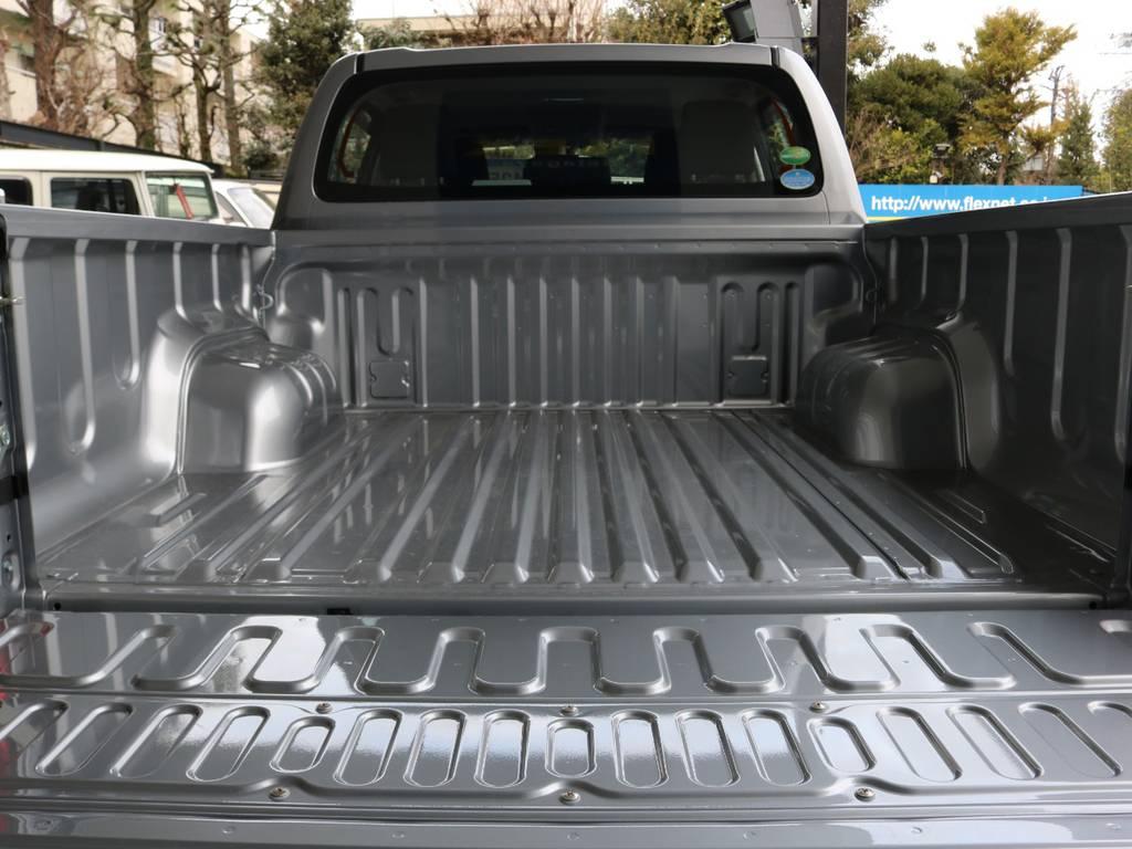 何でも積めるピックアップトラック。どこまでもお構いなしに走り尽くしてください! | トヨタ ハイラックス 2.4 Z ディーゼルターボ 4WD Z