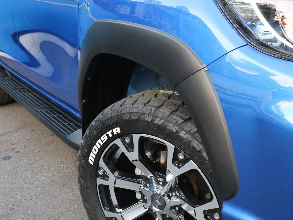 Roccoオーバーフェンダー マッスルなボディに力強さを更にプラス | トヨタ ハイラックス 2.4 Z ディーゼルターボ 4WD Z