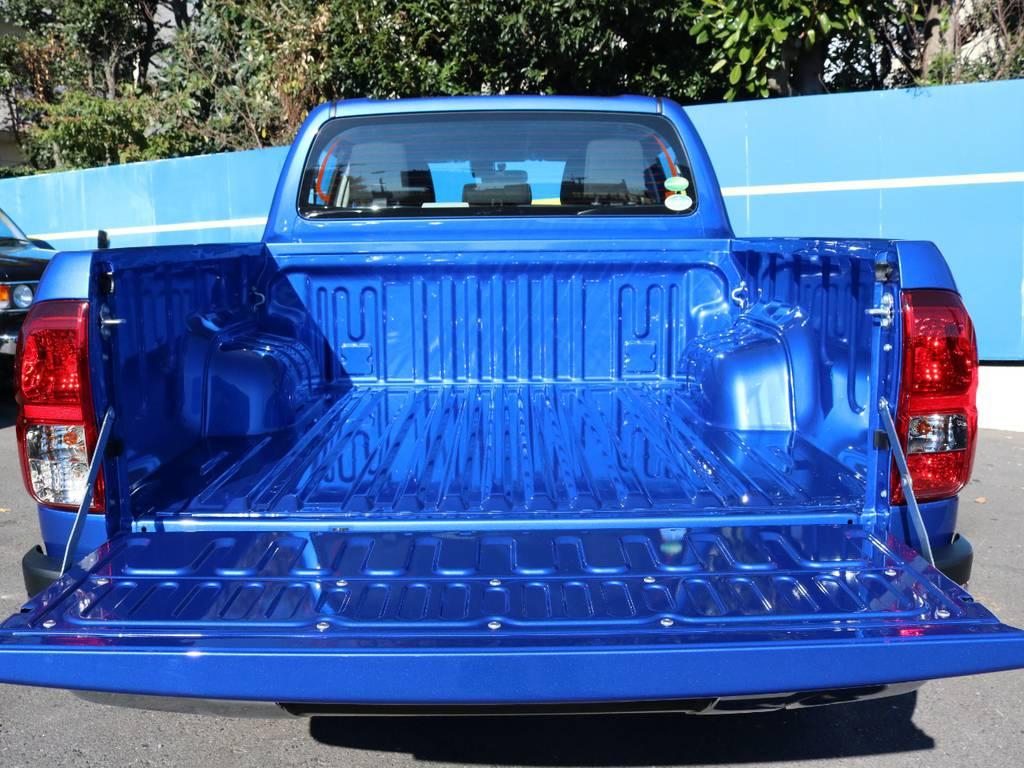 泳げそうな?真っ青な荷台は積載力! | トヨタ ハイラックス 2.4 Z ディーゼルターボ 4WD Z