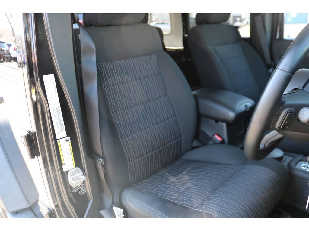運転席座面もご覧の通り綺麗な状態です!清潔に保たれたインテリア! | ジープ ラングラー アンリミテッド スポーツ 4WD