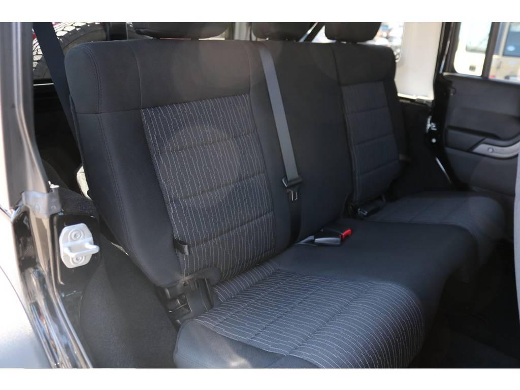 後部座席もご覧の通り綺麗な状態です! | ジープ ラングラー アンリミテッド スポーツ 4WD