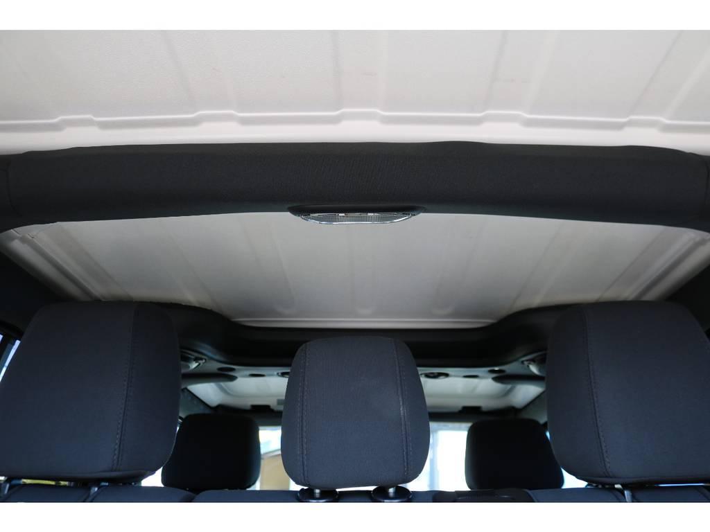 キズ、シミ等無く天井もご覧の通り綺麗な状態です! | ジープ ラングラー アンリミテッド スポーツ 4WD