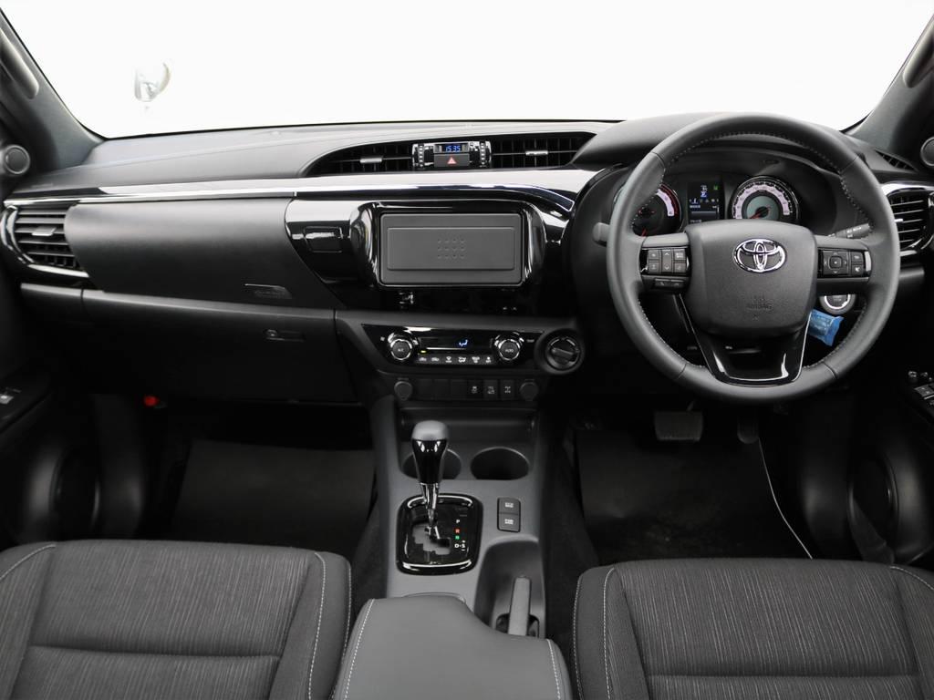内装も、黒一色で統一していますので落ち着いた雰囲気です♪ | トヨタ ハイラックス 2.4 Z ブラック ラリー エディション ディーゼルターボ 4WD TRDカスタムトラック