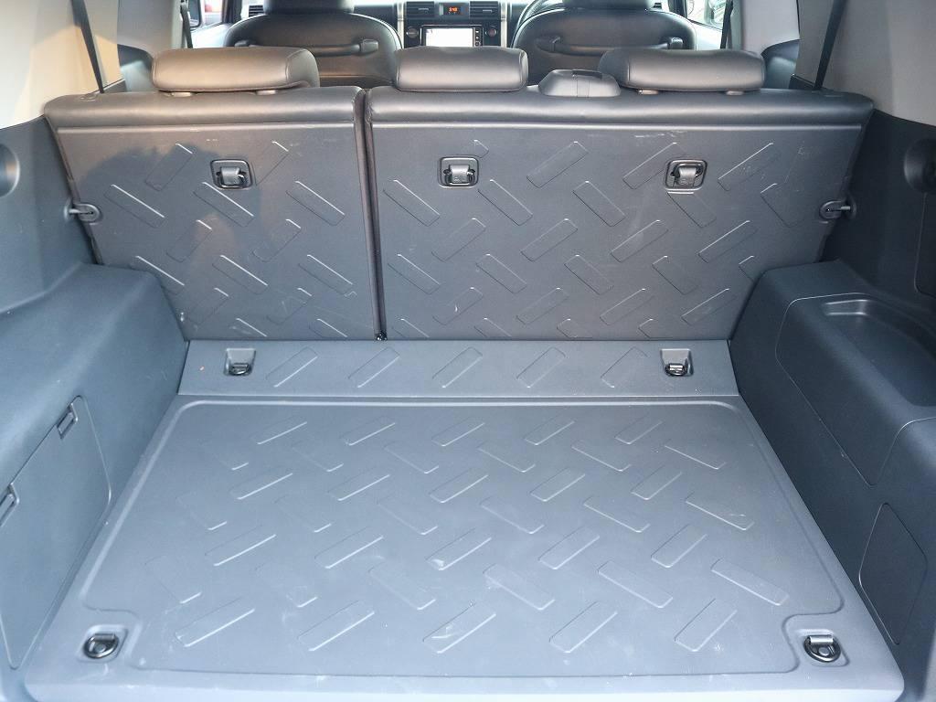 荷室はとっても広々としておりますので、たくさん荷物を積むことができますね♪   トヨタ FJクルーザー 4.0 ブラックカラーパッケージ 4WD