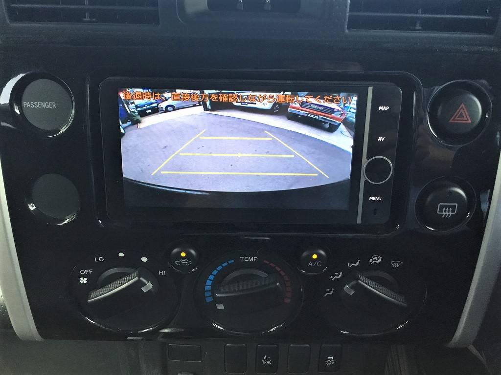 バックカメラが連動しておりますので、車庫入れも安心です!   トヨタ FJクルーザー 4.0 ブラックカラーパッケージ 4WD