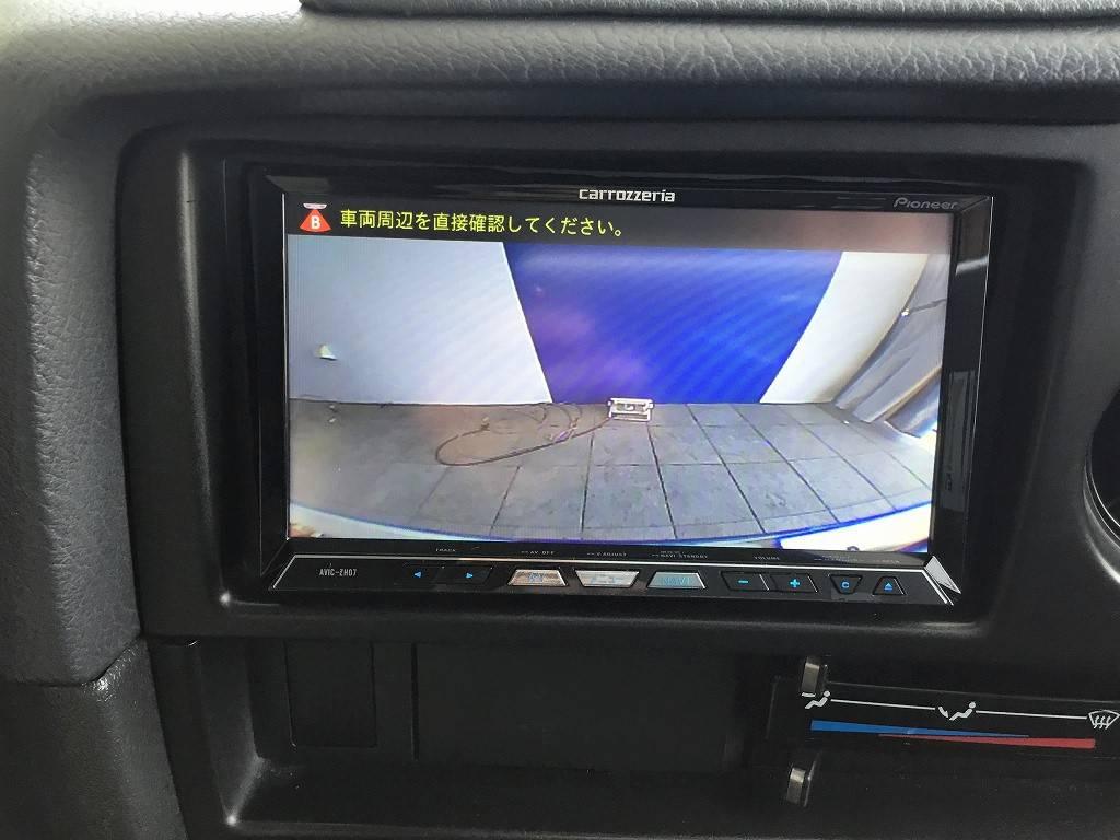 バックカメラが連動しておりますので、車庫入れも安心です