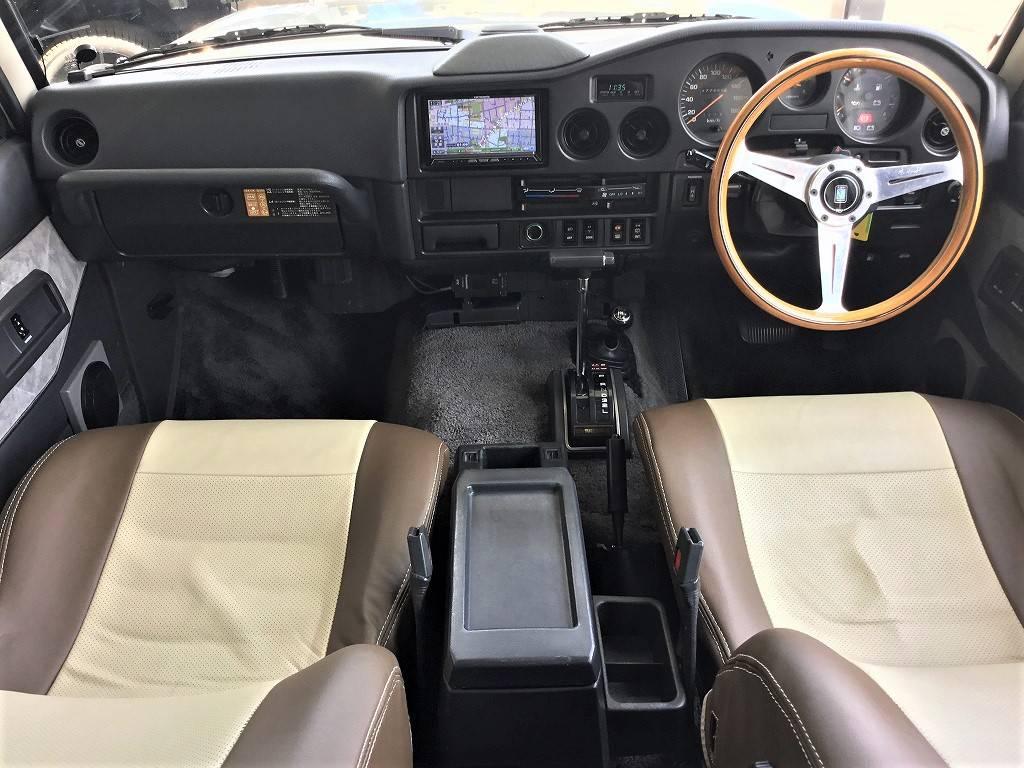 シンプルだからこそ良い内装。どこへ行くにもこの車で行きたくなります!