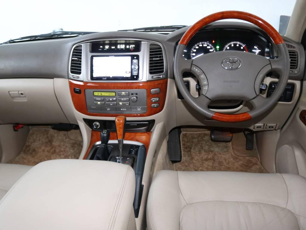 各パーツにウッドコンビがあり、高級感もあります★ | トヨタ ランドクルーザーシグナス 4.7 4WD