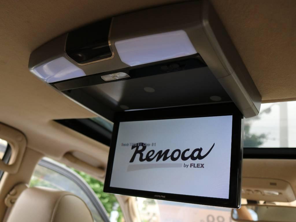 フリップダウンモニターも完備しておりますので、リアシートの方も快適にすごせます! | トヨタ ランドクルーザーシグナス 4.7 4WD