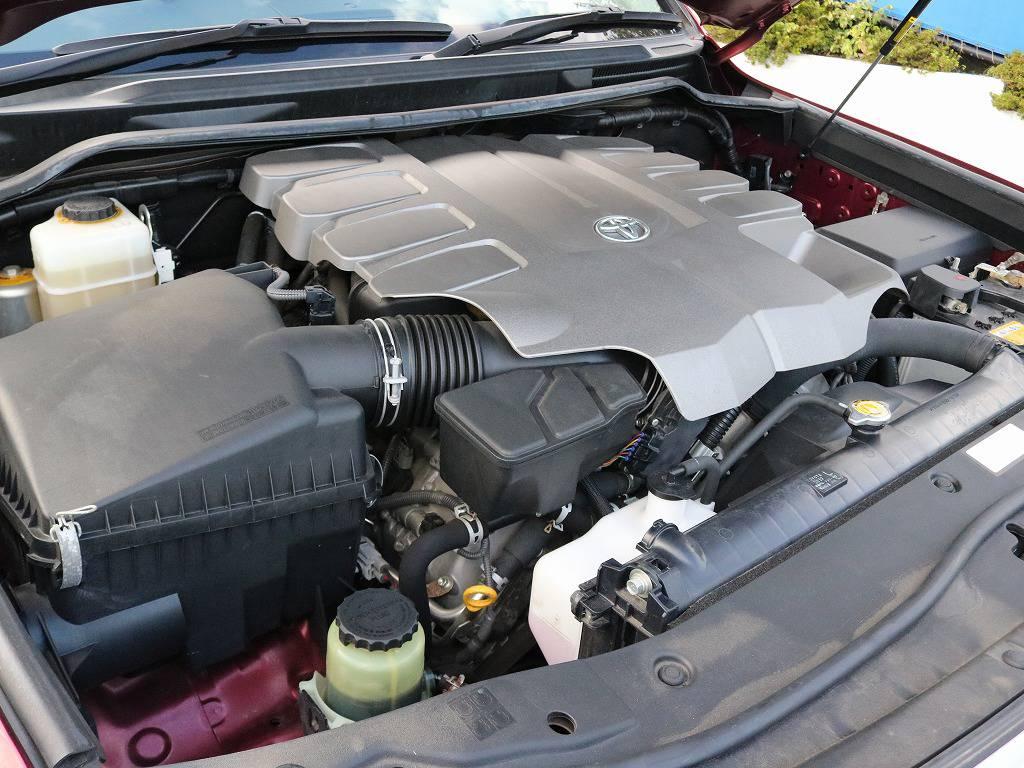 V8エンジン搭載