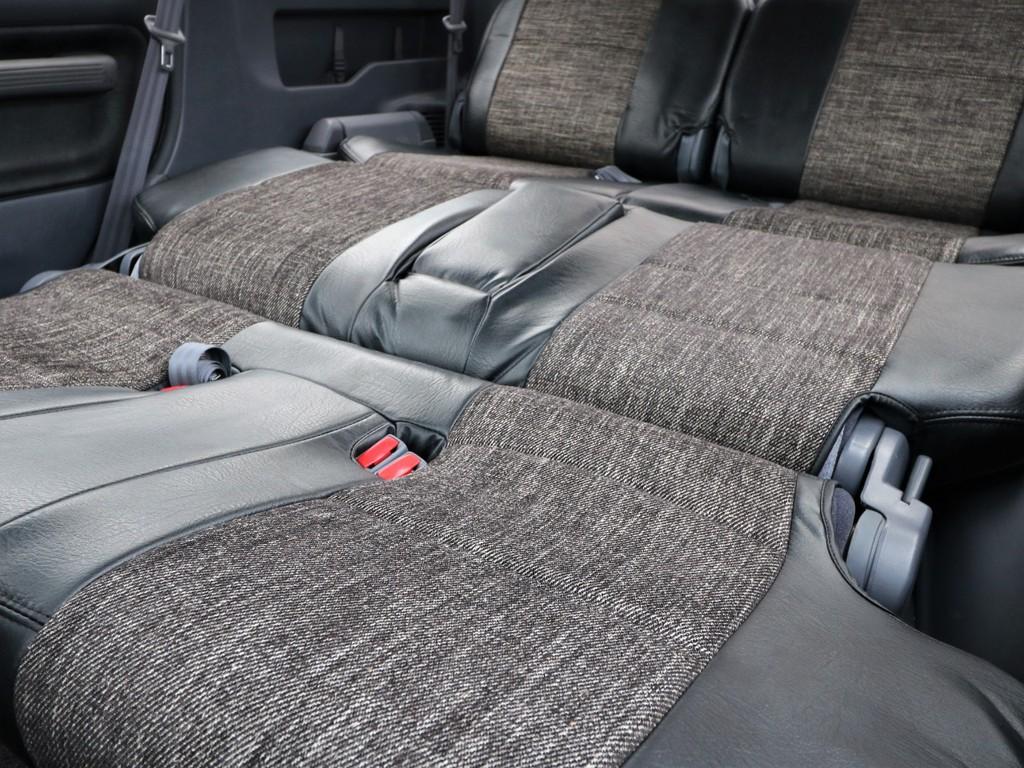 セカンド~サードシートでフラットに出来るシートは前期モデルのみ