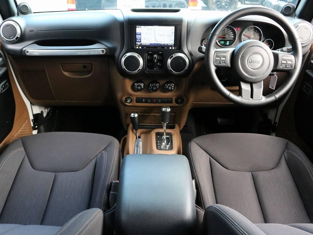 高年式の低走行車ですので内装もいたって程度良好です。無骨な外装からは想像もつかない上質で使い勝手の良いインテリアです!