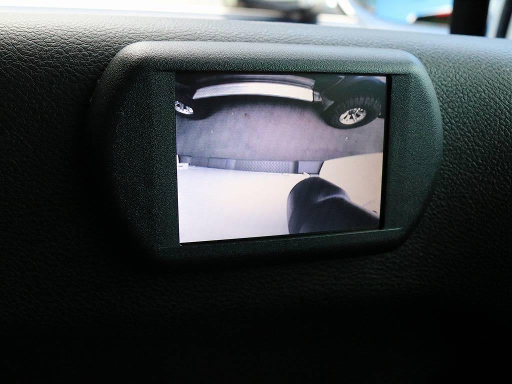 左方の死角をカバーするカメラ&モニター付き・