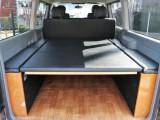 CARVINベッドキット&フローリングマット装着済み。車中泊にもお仕事にもお使いいただきやすい仕様です。