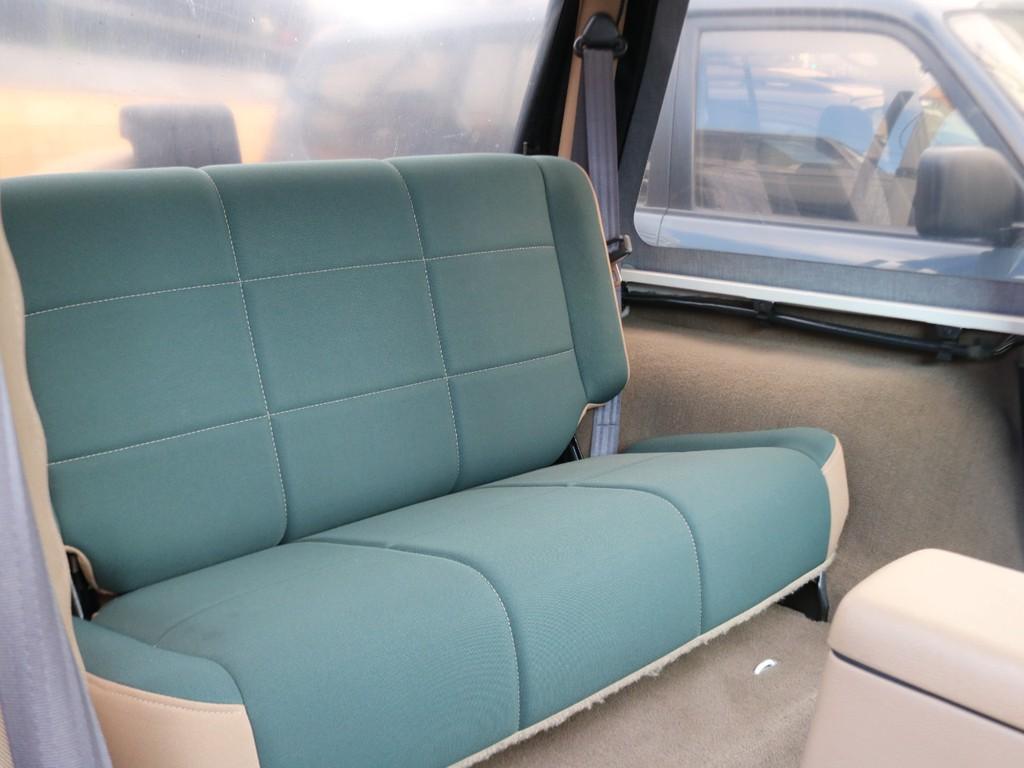 セカンドシートはふかふかのソファのような座り心地です。