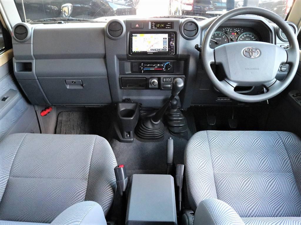 高年式・低走行の車両ですので内装の状態もいたって良好です。