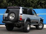 背面タイヤ背負って、バイザータイプのリアスポイラーつけて。