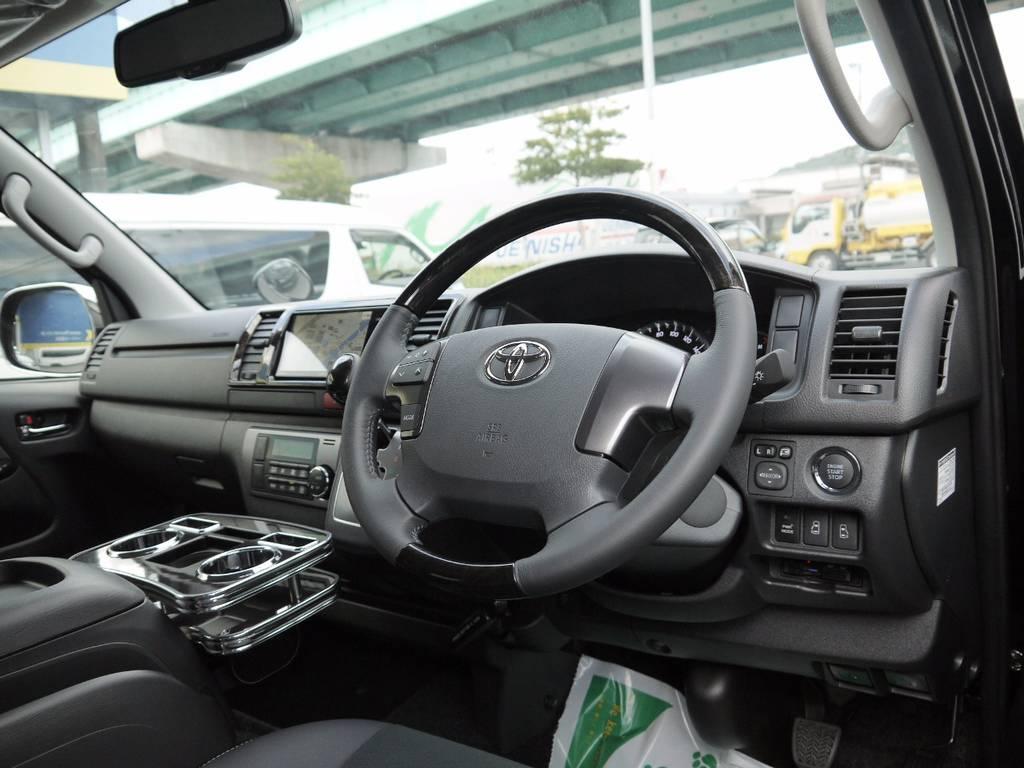 特別仕様車専用装備のマホガニー調ステアリング&シフトノブ&インテリアパネルも標準装備! | トヨタ ハイエースバン 2.0 スーパーGL ダークプライム ロングボディ S-STYLE