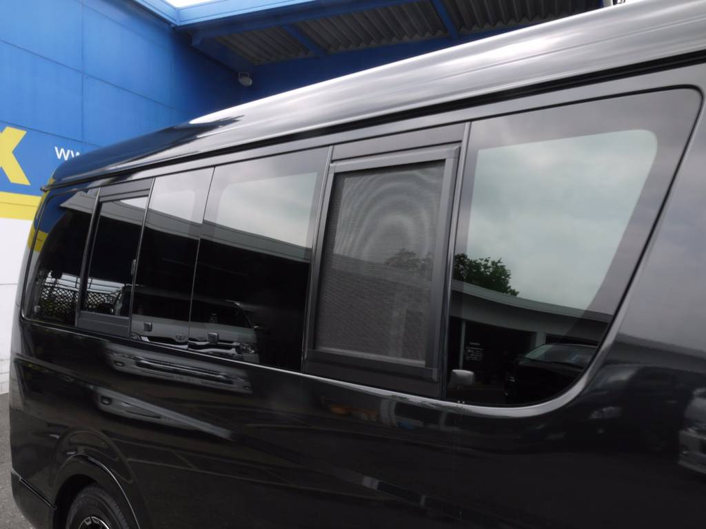 開閉式窓ガラスも完備!網戸付! | トヨタ ハイエース 2.7 GL ロング ミドルルーフ ワゴンKIT