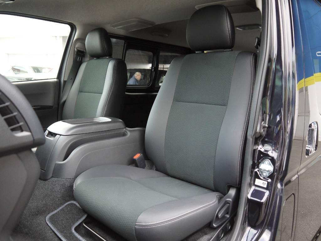 特別仕様車専用装備のハーフレザーシート!高級感のあるコックピットを演出。   トヨタ ハイエースバン 2.0 スーパーGL ロング TSSP