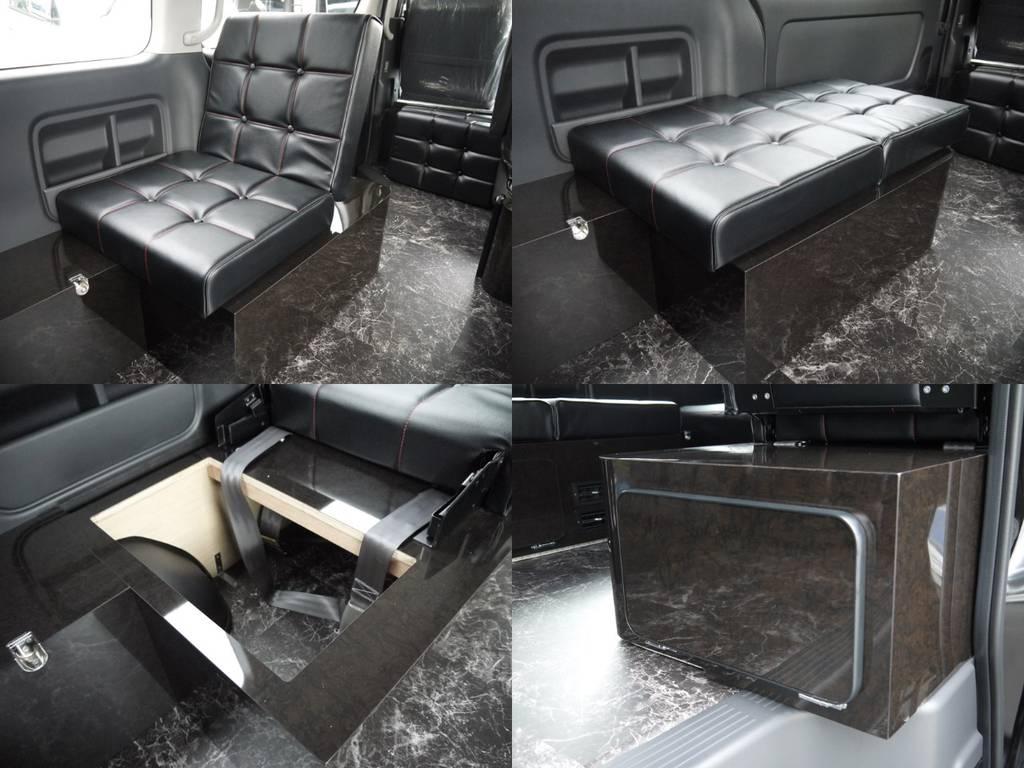 3列目(運転席側)後向き座席家具:オシャレなボタン締め縫製でリクライニング機能を備えた後向きシート!家具内には収納スペースも備えております。 | トヨタ ハイエース 2.7 GL ロング ミドルルーフ ラウンジ5α