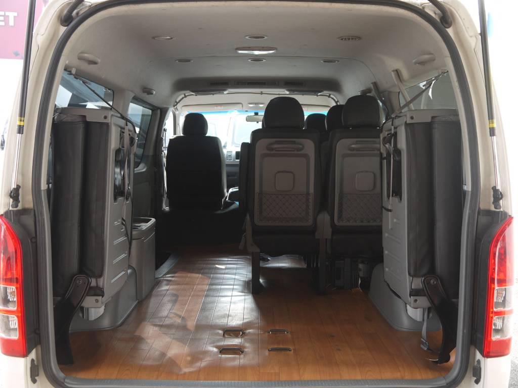 4列目のシートを跳ね上げれば広大なラゲッジスペースも確保できます。 | トヨタ ハイエース 2.7 GL ロング ミドルルーフ