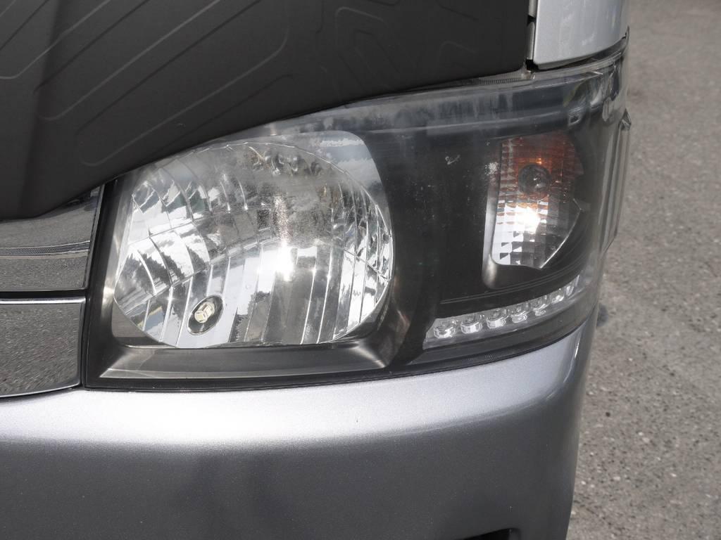 インナーブラックヘッドライト!エクステリア全体をシルバー&ブラックを基調にカスタマイズ!