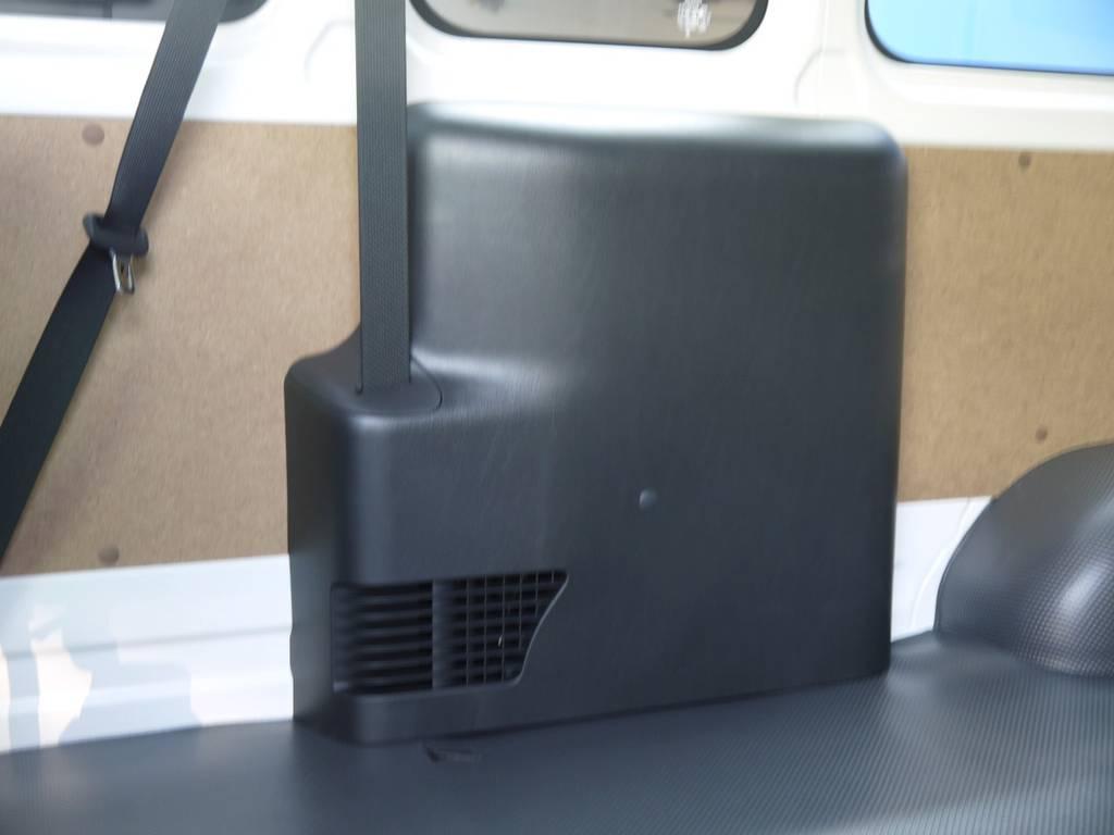 メーカーオプションのリアヒーターも完備しております。