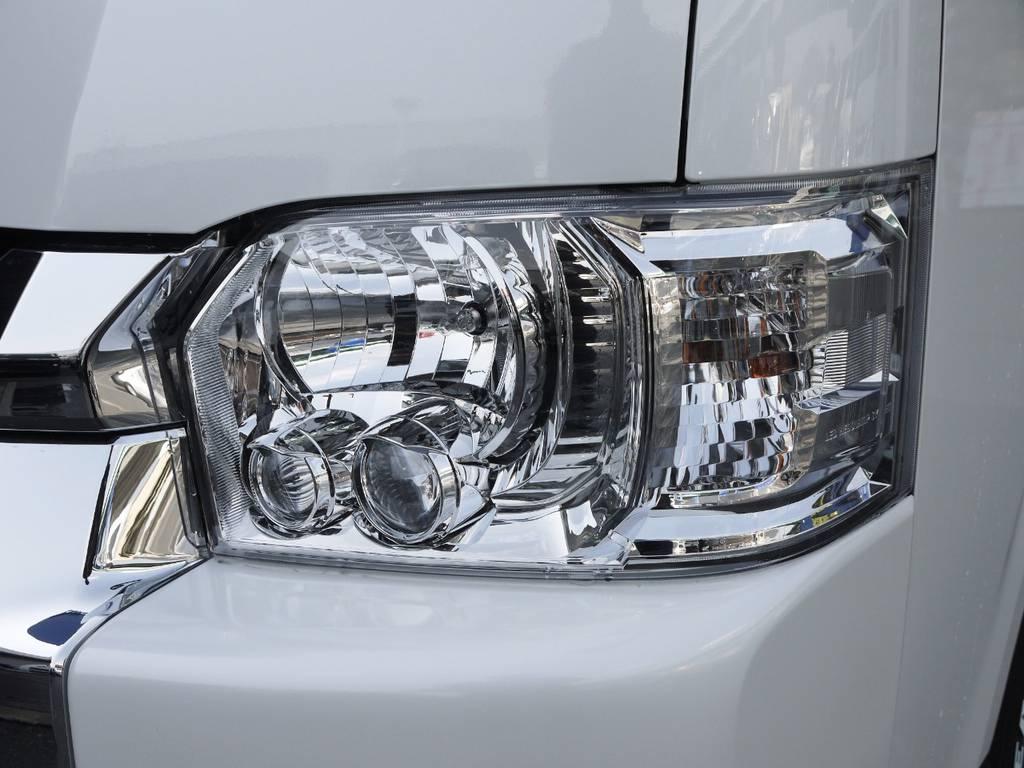 メーカーオプションのLEDヘッドライトも完備。