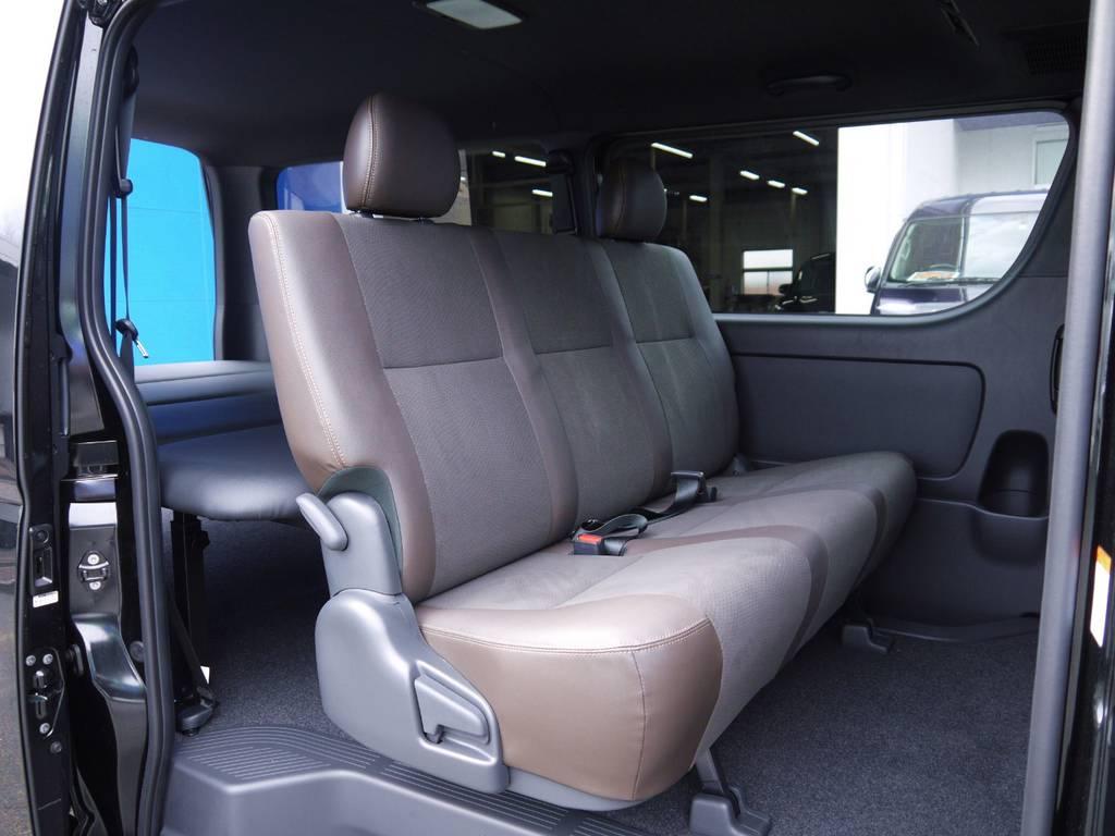 後席シートベルトも標準装備!