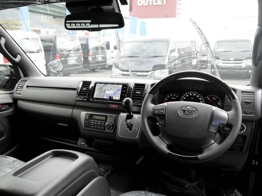 特別仕様車専用装備:マホガニー調コンビハンドル&シフトノブ! | トヨタ ハイエースバン 2.0 スーパーGL ダークプライムⅡ ロングボディ 2段ベッドPKG