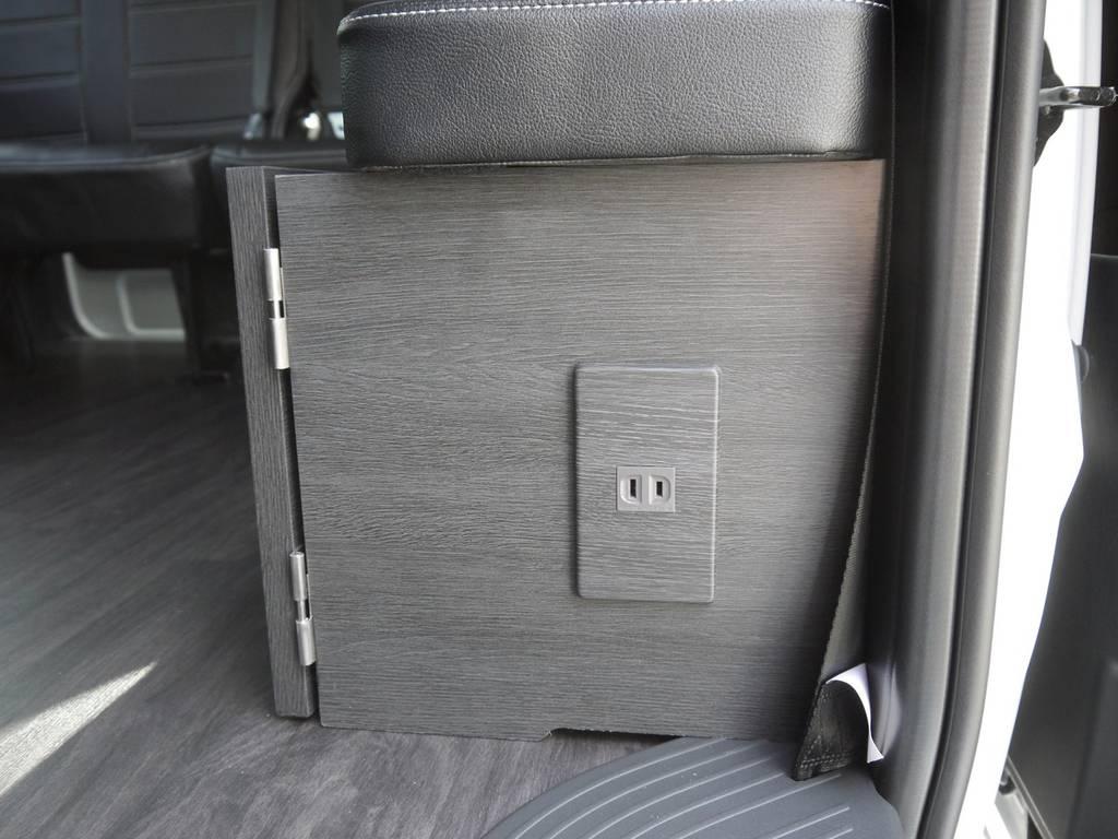 スライドドア後の家具には100V電源も完備しております。