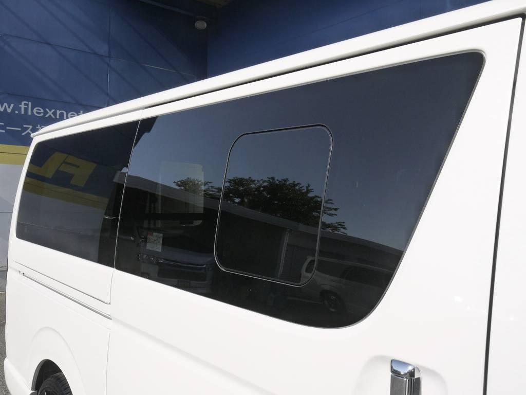 開閉式窓ガラスも完備しておりますので、車内の換気もバッチリ!   トヨタ ハイエースバン 2.0 スーパーGL ダークプライムⅡ ロングボディ GIBSONエアロ