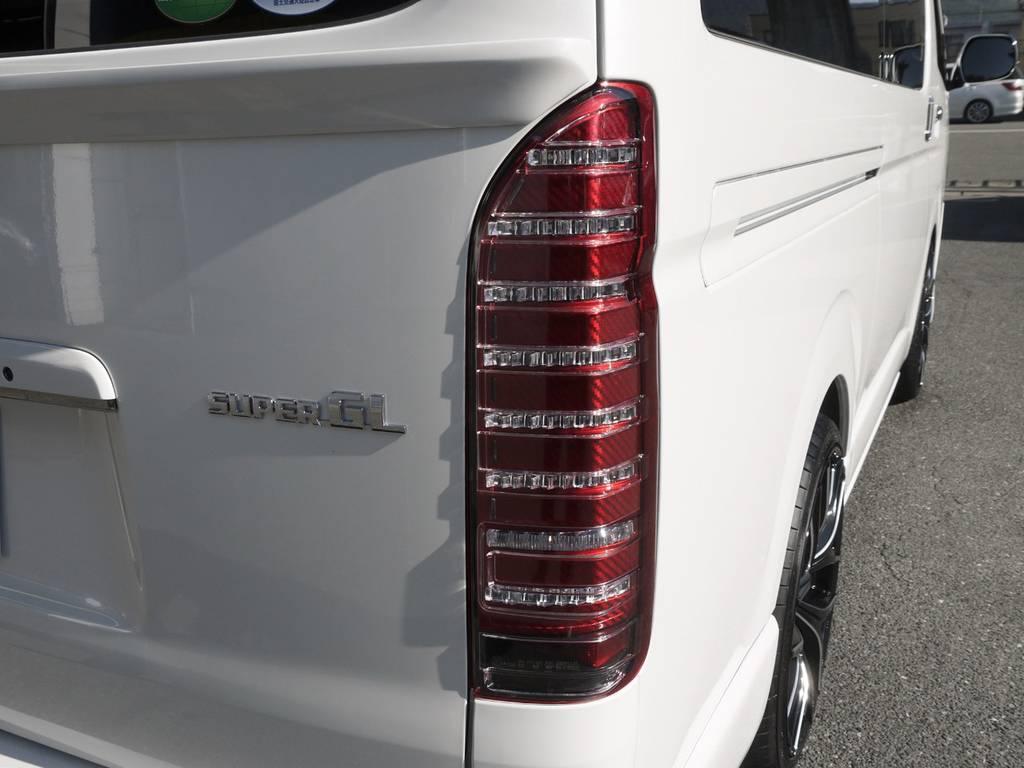 コプラスPLATINUMテール(レッドカーボン調)   トヨタ ハイエースバン 2.0 スーパーGL ダークプライムⅡ ロングボディ GIBSONエアロ