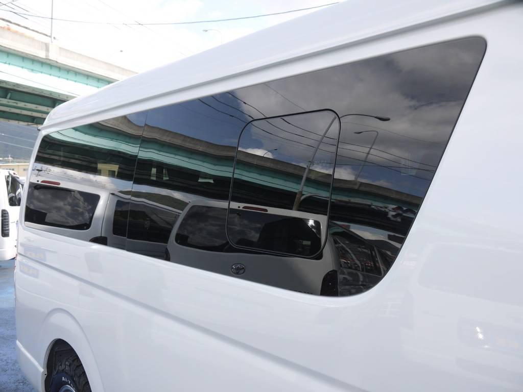 開閉式窓ガラスも完備しておりますので、車内の換気もバッチリ! | トヨタ ハイエース 2.7 GL ロング ミドルルーフ 4WD TSS付 R1