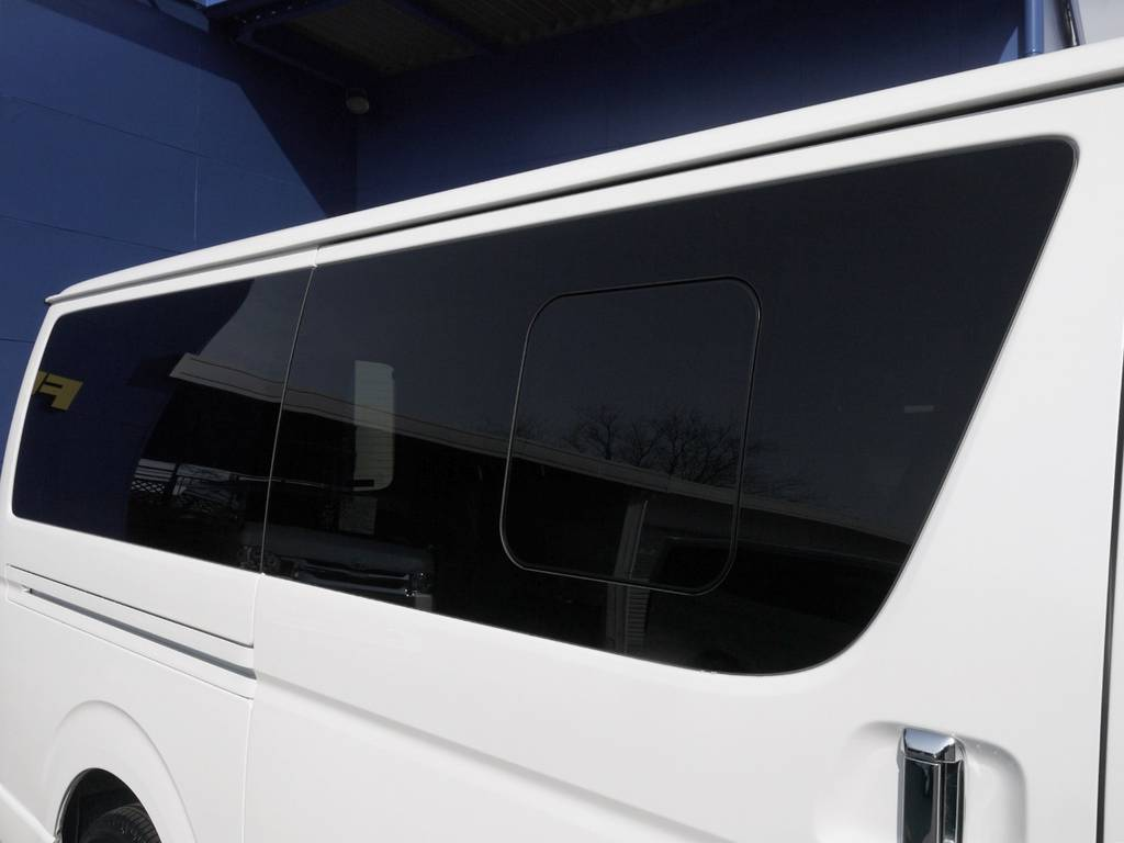 開閉式窓ガラスも完備しておりますので、車内の換気もバッチリ! | トヨタ ハイエースバン 2.0 スーパーGL ダークプライムⅡ ロングボディ JOBACE