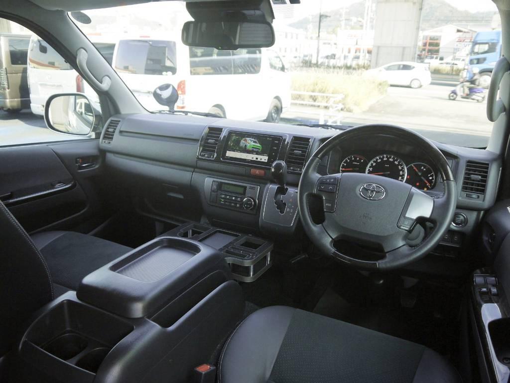 特別仕様車専用装備:マホガニー調コンビハンドル&シフトノブ! | トヨタ ハイエースバン 2.8 スーパーGL ダークプライム ロングボディ ディーゼルターボ 4WD TSSP