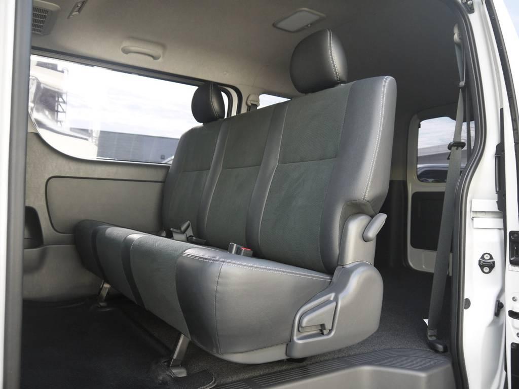 後席シートベルトも標準装備となっております。チャイルドシートのお取付けも可能です。 | トヨタ ハイエースバン 2.8 スーパーGL ダークプライム ロングボディ ディーゼルターボ 4WD TSSP