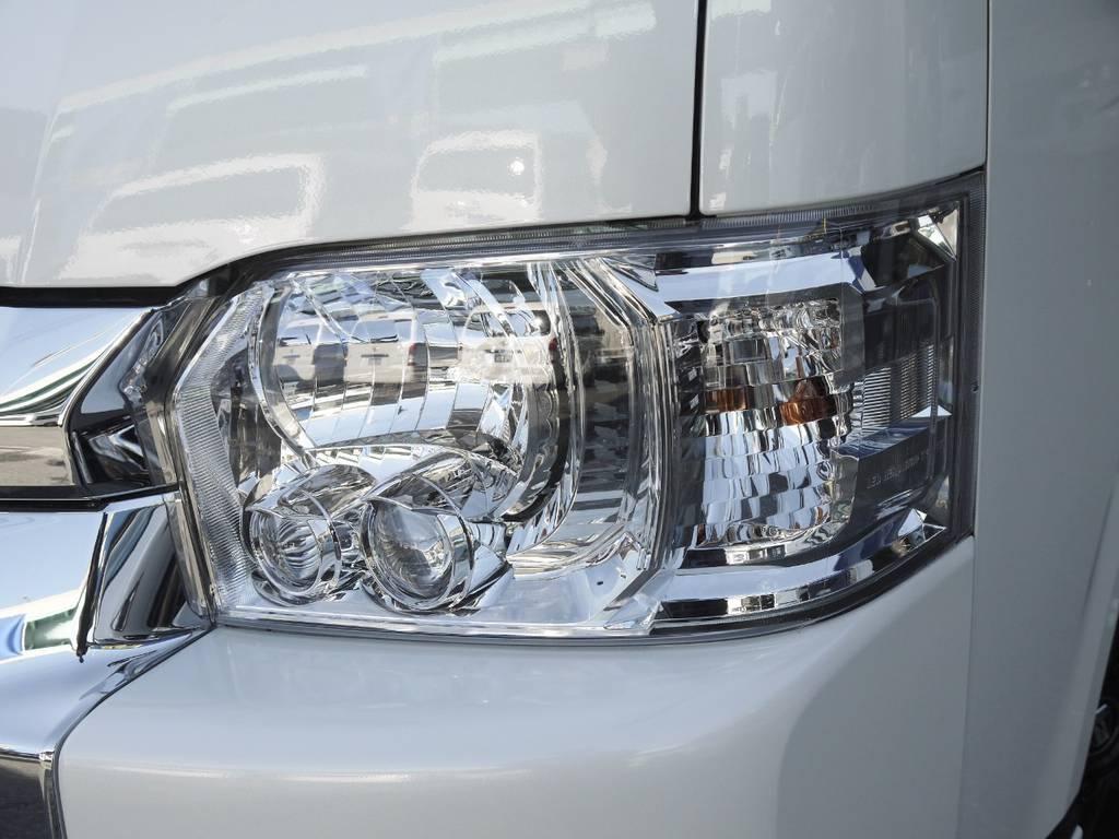 メーカーオプションのLEDヘッドライトも完備!