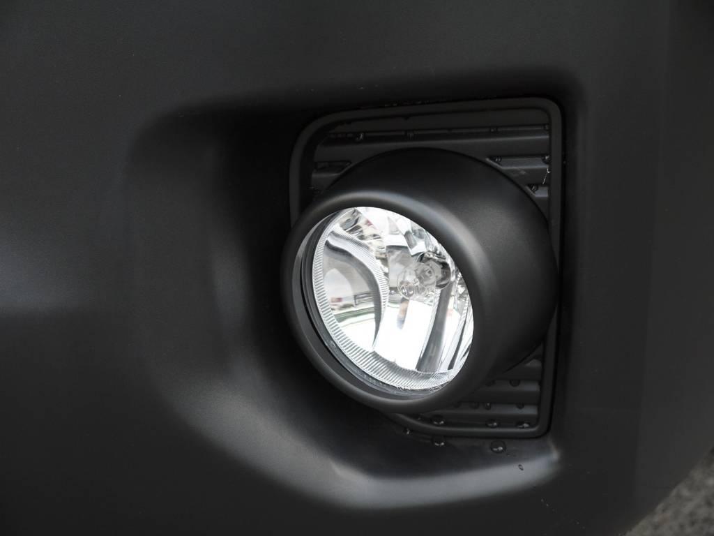 純正フォグランプも完備! | トヨタ ハイエースコミューター 2.8 GL ディーゼルターボ 3ナンバー乗用構造変更