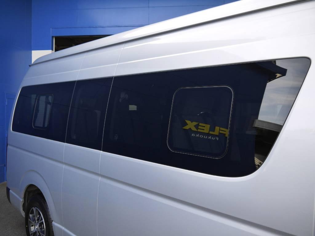 開閉式窓ガラスも完備しております。車内の換気もバッチリ! | トヨタ ハイエースコミューター 2.8 GL ディーゼルターボ 3ナンバー乗用構造変更