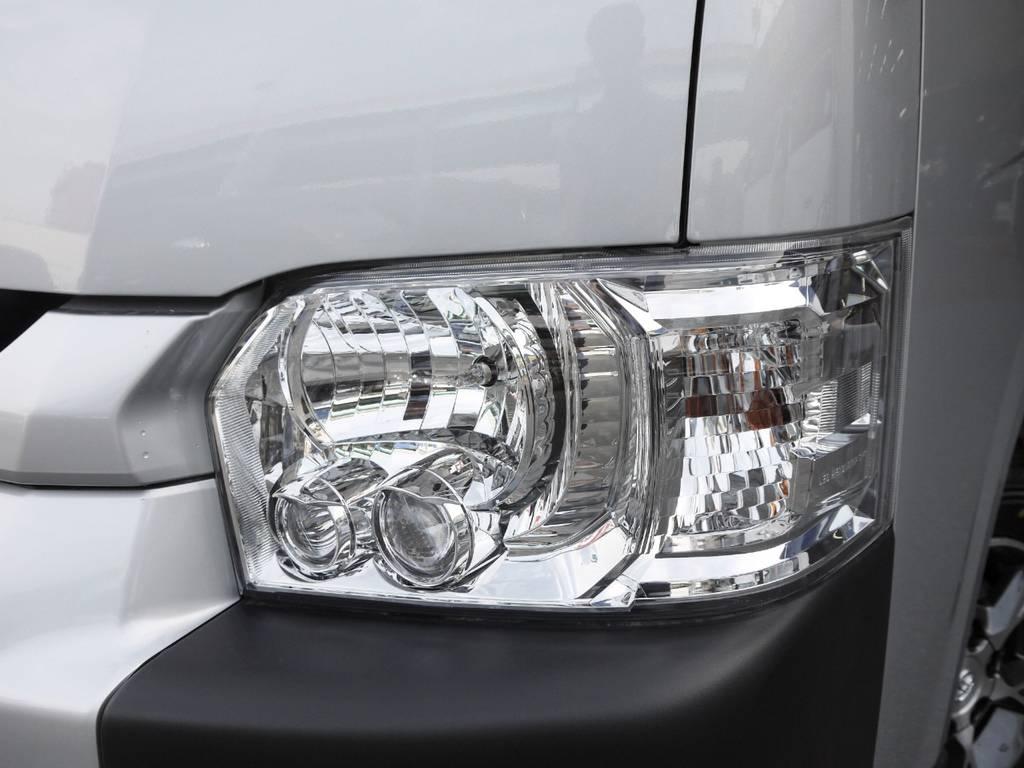 メーカーオプションのLEDヘッドライトも完備! | トヨタ ハイエースコミューター 2.8 GL ディーゼルターボ 3ナンバー乗用構造変更