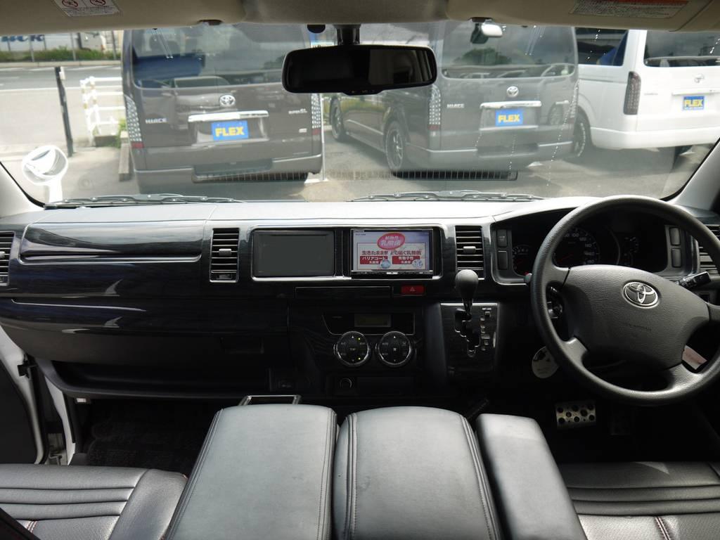 黒木目インテリアパネル!高級感のあるインパネ周りを演出。各種追加カスタムもお気軽にご相談下さい。 | トヨタ ハイエース 2.7 GL ロング ミドルルーフ ベッドキットシートアレンジ