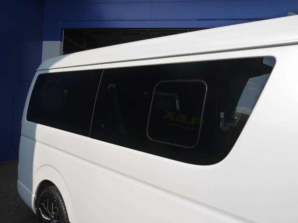 開閉式窓ガラスも完備しておりますので、車内の換気もバッチリ!
