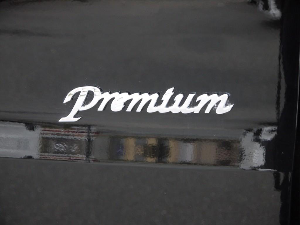 PREMIUM専用グレードエンブレム!
