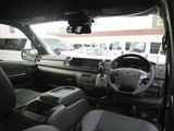 特別仕様車専用装備のマホガニー調コンビステアリング&シフトノブ・パネル!高級感のあるインパネ周りを演出。