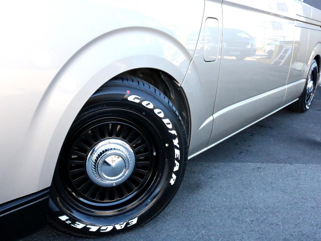 足回りはDEANカリフォルニア16AWをインストール。タイヤはナスカーホワイトレタータイヤを合わせています。レトロでお洒落な雰囲気を演出してくれます。