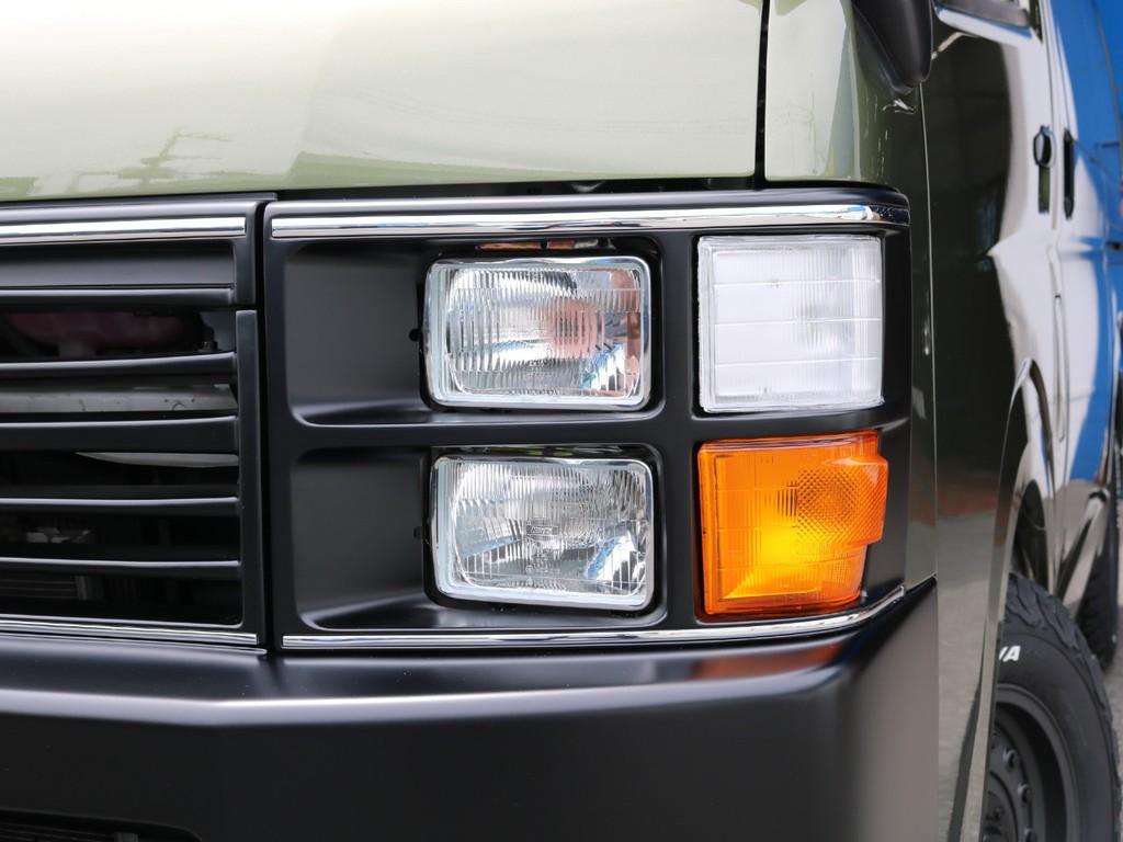 ヘッドライトはマットブラックで塗分けしております!