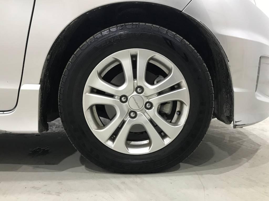 タイヤの溝はまだあります!またアルミも特別大きな傷もないのでオススメです。