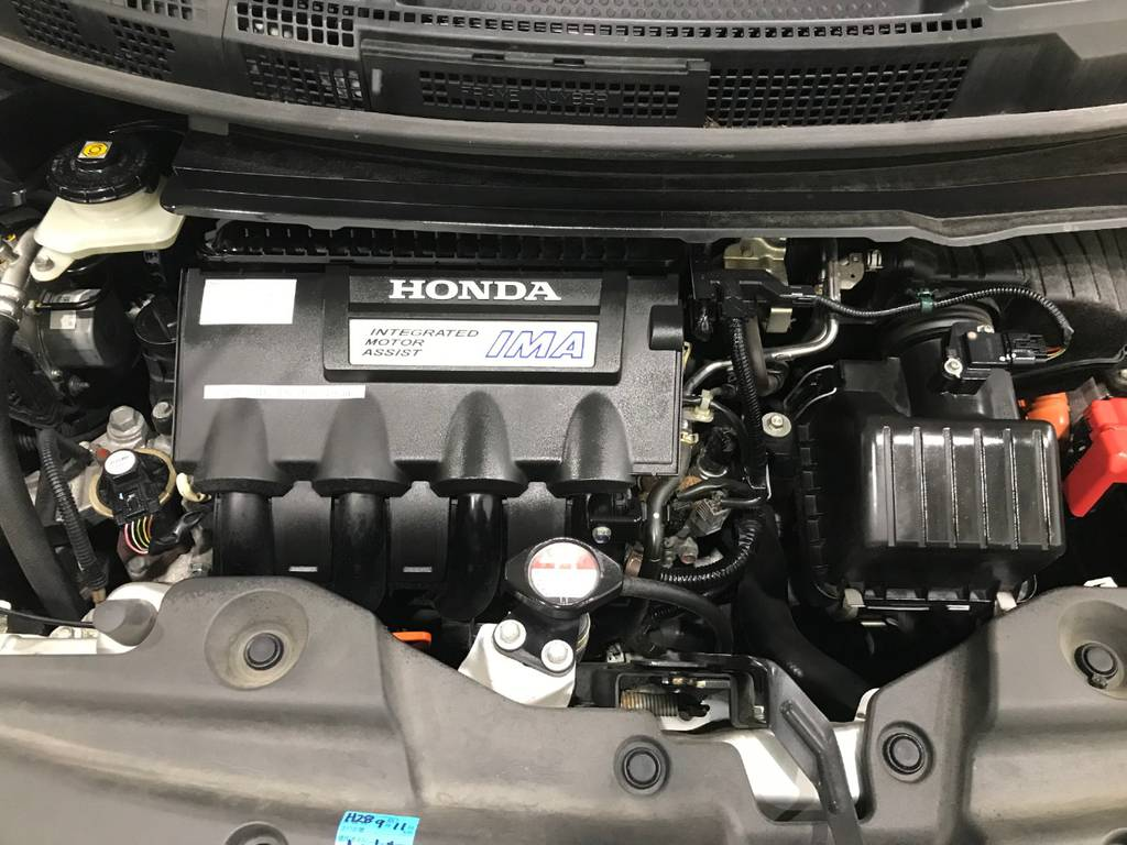 エンジンは優秀なIMAエンジンを搭載しています。もちろん異音はありません。ガソリン車に比べ燃費も良いです!